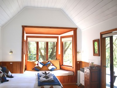 Galleries/Magic-Cottage/05-Magic-Cottage-Bed-Window-Seat.jpg