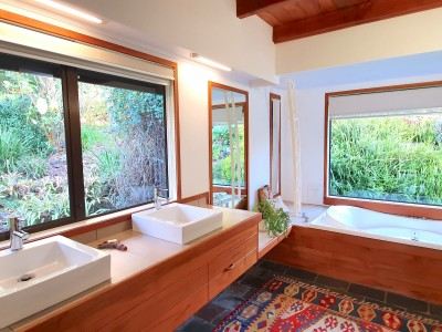 Galleries/The-Lodge/17-The-Lodge-Bathroom.jpg